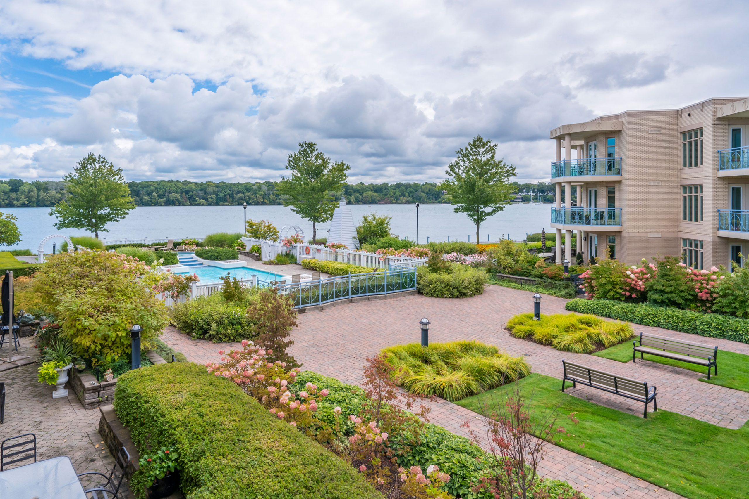 King's Point Condo Spectacular Water Views